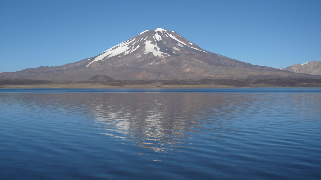 The Maipo Volcano and Laguna del Diamante is about 125 km from San Carlos and the warm springs.